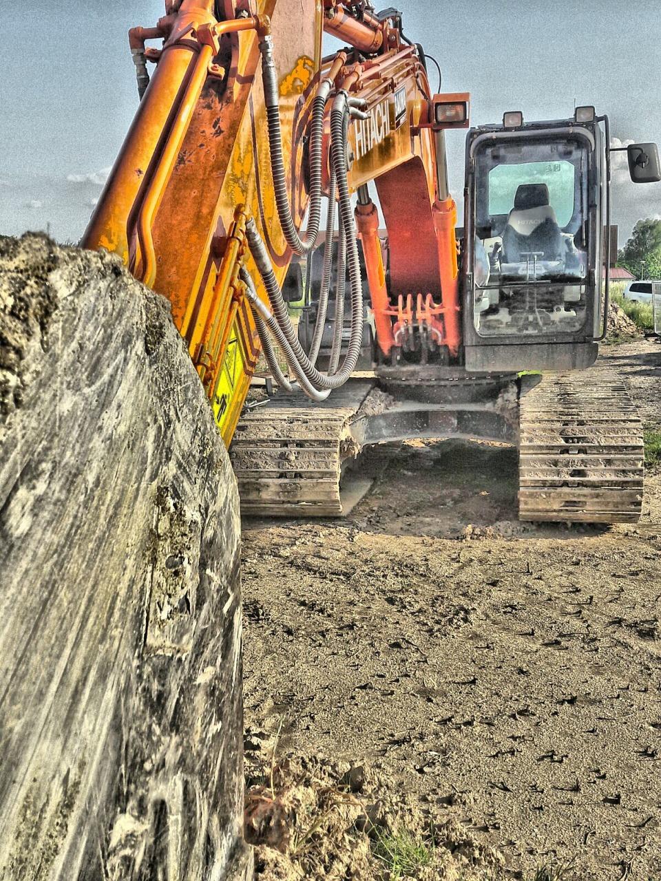 excavators-1434146_1280